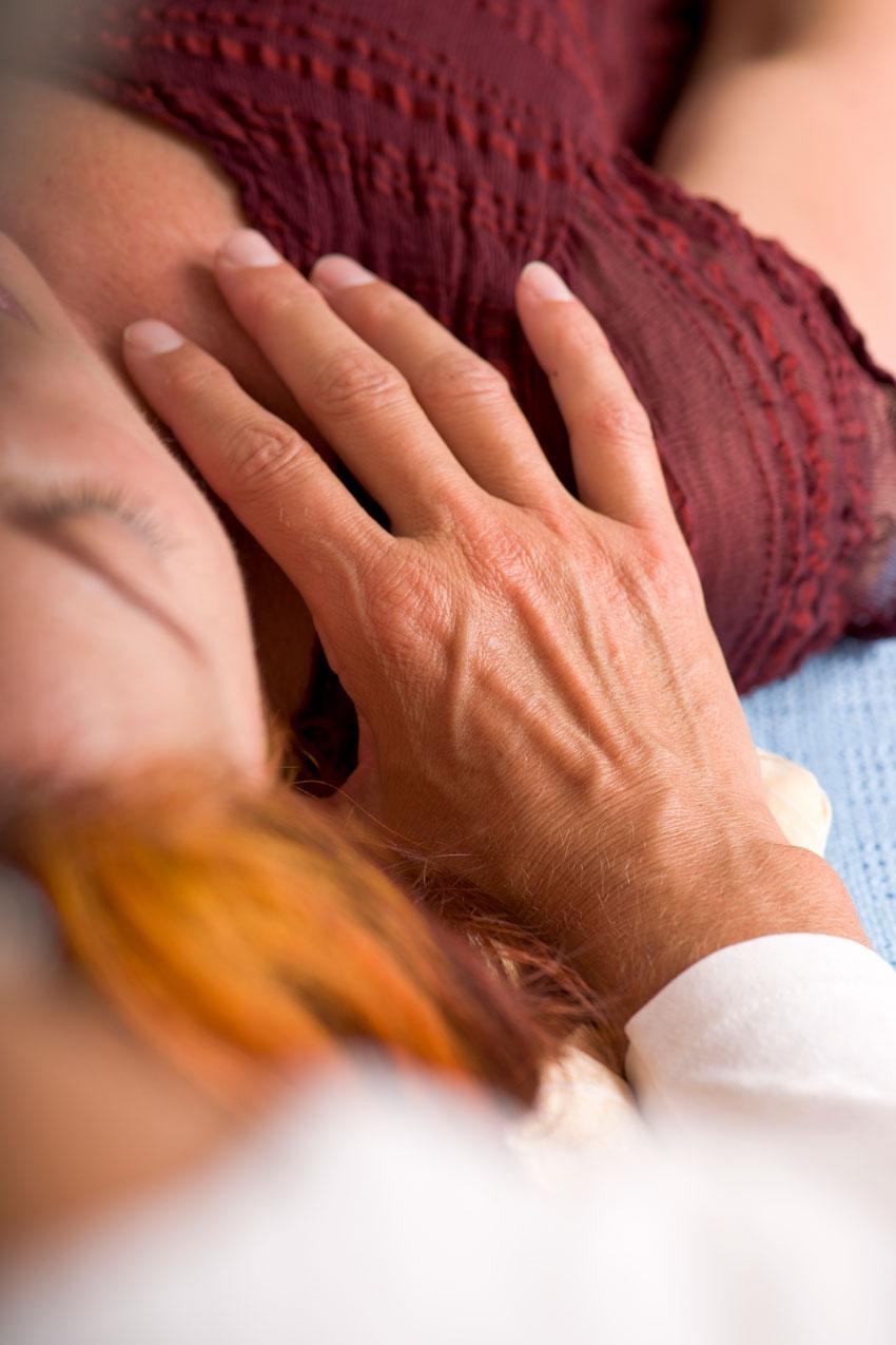 Cranio-Sacral-Therapie am Hals - Brigitte Witzig Körperarbeit